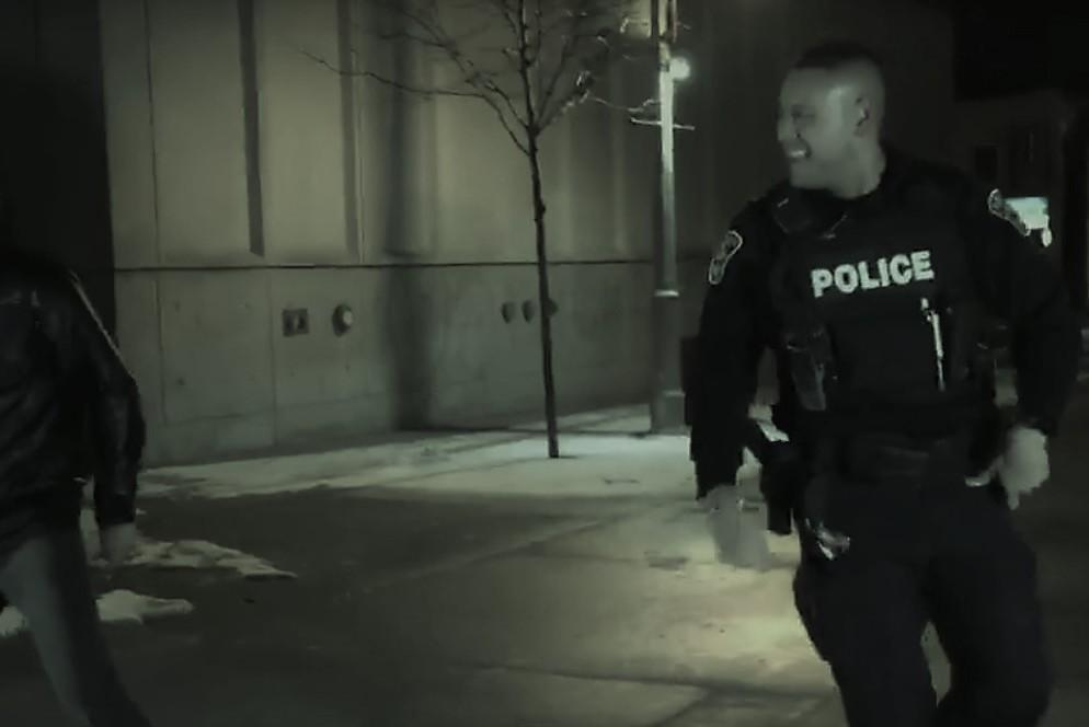 1,000,000 просмотров в сети: полицейский станцевал брейк-данс